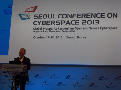 Foreign Minister Urmas Paet delivering a speech in Seoul at the International Conference on Cyberspace 2013, 17 October 2013 by Estonian Foreign Ministry