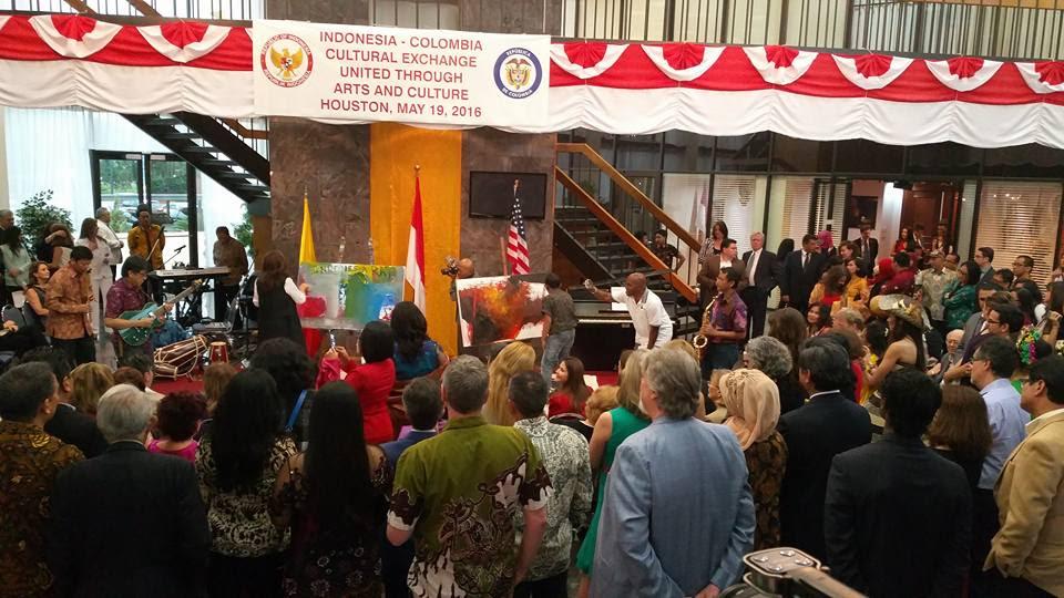 Kolaborasi Apik Seni Budaya IndonesiaColombia Di Houston  Kabari News