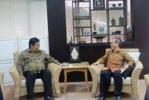 Ketua Asosiasi Kaca Lembaran dan Pengaman, Yustinus Gunawan saat bertemu Menperin, Airlangga Hartarto (Foto: Dok. Industry.co.id)