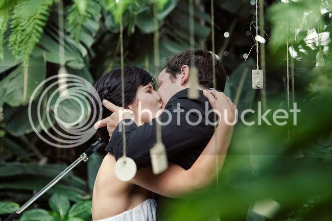 http://i892.photobucket.com/albums/ac125/lovemademedoit/LN_GardenWedding_034.jpg?t=1312696950