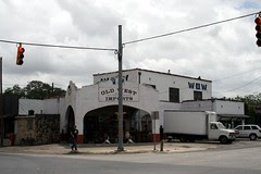 corner view of bandera texaco