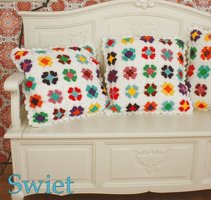 5271 Hand made crochet pillow granny square - swietvintage