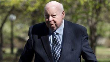 Mike Duffy à son arrivée jeudi au palais de justice d'Ottawa