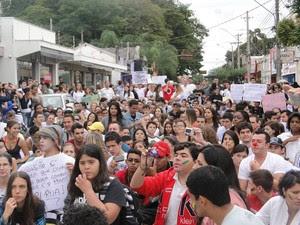 Moradores de Leme protestam contra corrupção (Foto: Rogério Baldin)