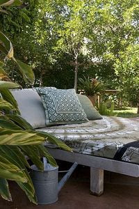 outdoor lounge bed   Shelterness