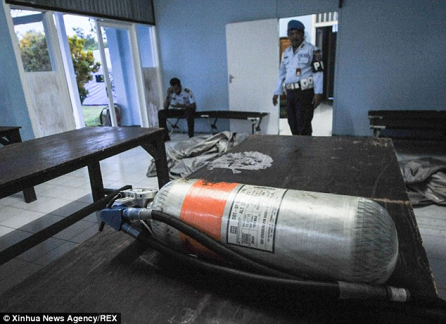 An oxygen tank from doomed AirAsia flight 8501 was found floating in the sea off the coast of Borneo island