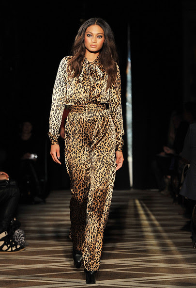 Goes+Around+Comes+Around+Runway+Fall+2011+VAo7FbDkqccl