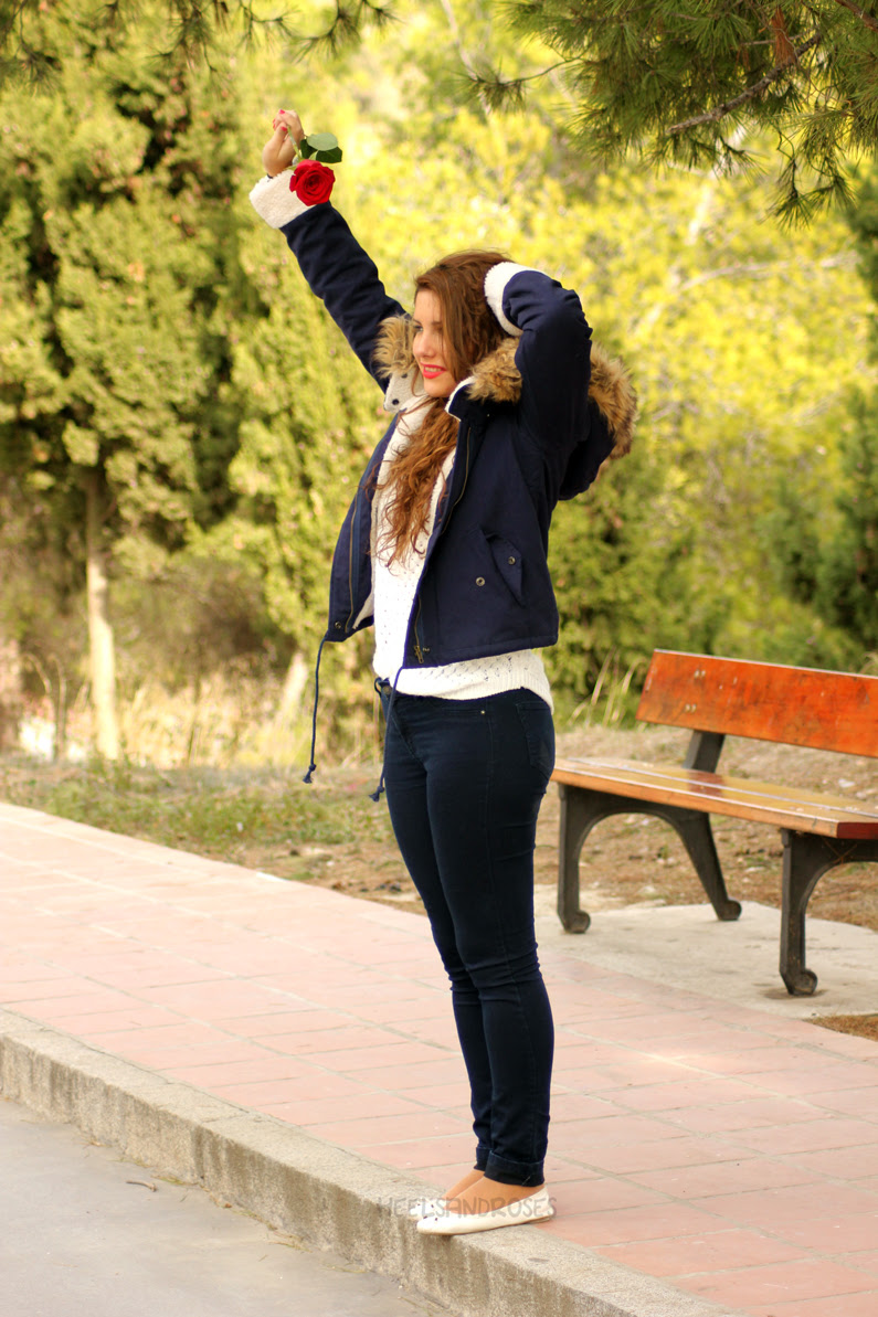 abrigo-azul-con-gorro-de-pelo-sheinside-heelsandroses-(5)