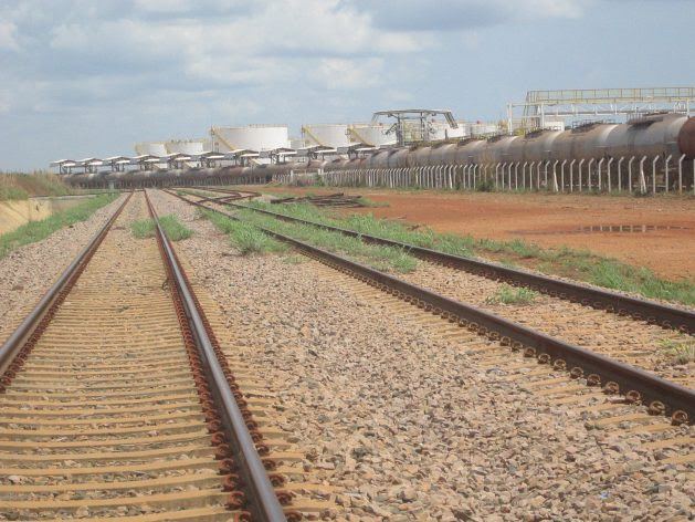 A train and biofuel storage tanks seen in the yard of the North-South Railway in Porto Nacional, final point of the stretch in operation since 2013, which is using only half of its capacity, most of it to carry soybeans and by-products for export. Credit: Mario Osava / IPS