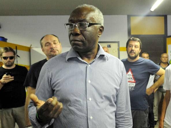 Toni Iwobi durante un incontro nella sede della Lega di Bergamo
