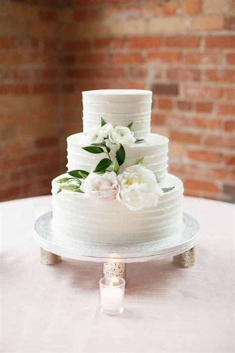 Best 25  Silver cake stand ideas on Pinterest   Black cake