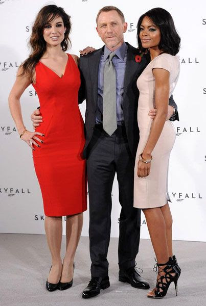 Daniel Craig poses with Bérénice Marlohe and Naomie Harris during the 23rd Bond film press conference in London on November 3, 2011.
