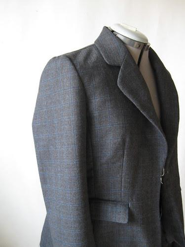Jacket without shoulder pads