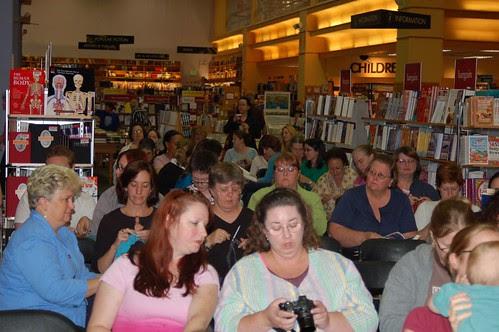 Crowd waiting for the yarn harlot
