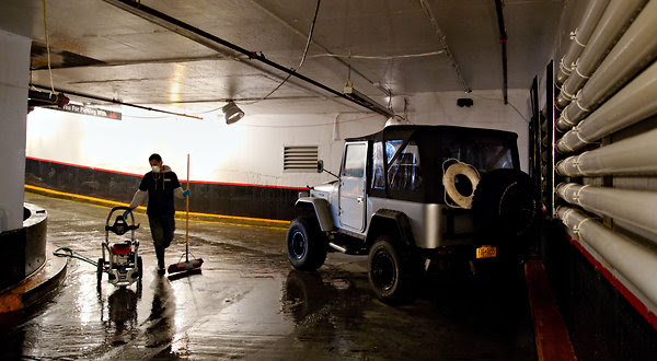 Attendant Dies as Storm Floods Underground Parking Garage - NYTimes.
