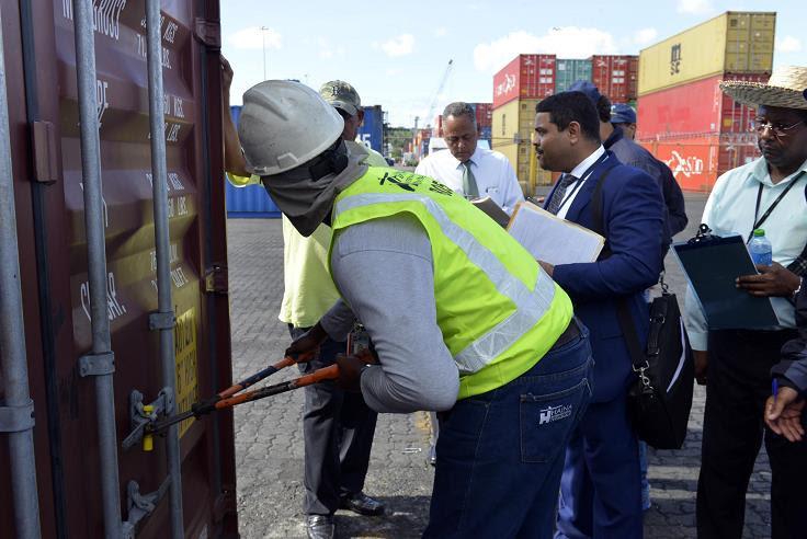 Atrapan contrabando 20 millones cigarrillos en puerto Haina Oriental