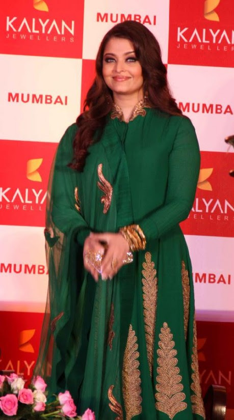 Aishwarya-Rai-At-Bachchan-Launch-Kalyan-Jewellers-Store-Opening-Pictures-Photos-6
