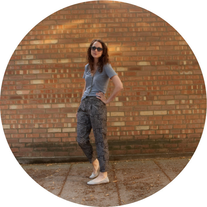 slouchasaurus, workjamas, silk printed pants, urban outfitters pants, pleated pants, dressing up a tee, dressing down pants, ootd, outfit ideas, how to wear slouchy pants