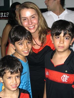 Patrícia Amorim com os filhos no Flamengo (Foto: Thiago Fernandes / GLOBOESPORTE.COM)