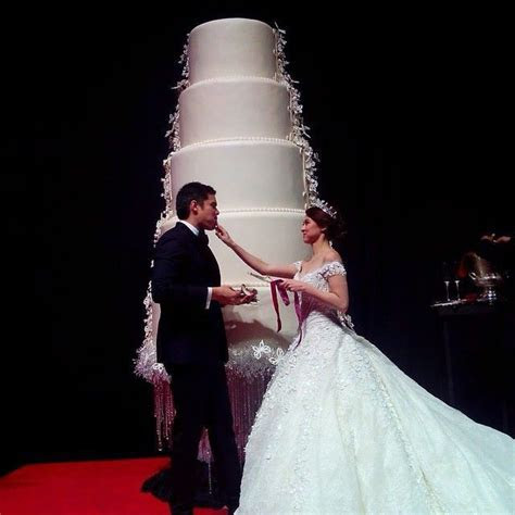 Dingdong and Marian's 12 foot wedding cake from Goldilocks