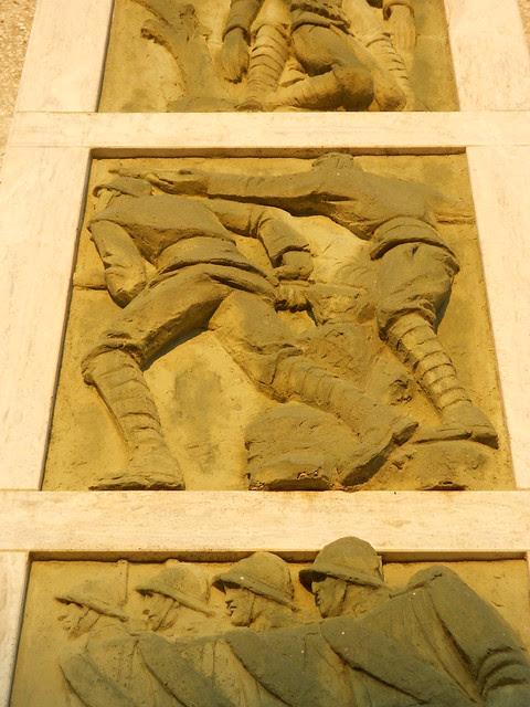 terza formella dal basso, Monumento ai caduti, Virgilio Milani, Borsea