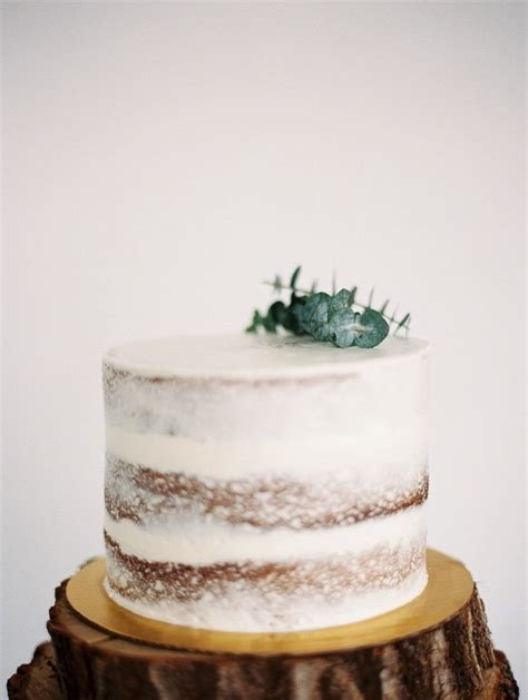 Simple single layered wedding cake ,one tier wedding cake
