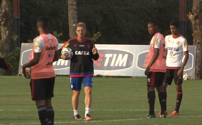 Oswaldo de Oliveira treino Flamengo (Foto: Reprodução)
