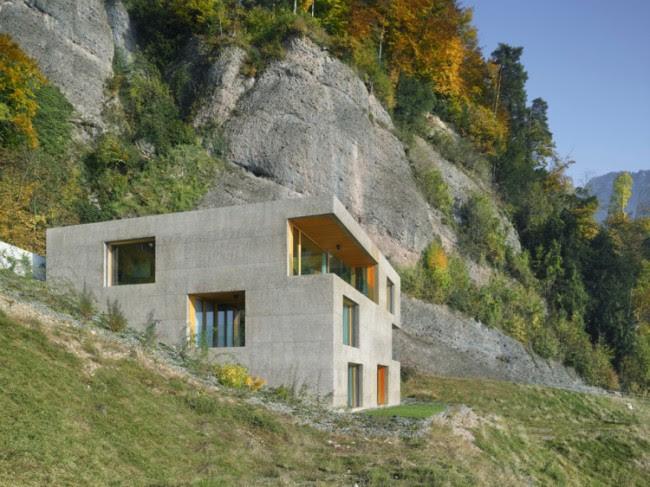 ConcreteCubeHomeWithSurprisingWoodenInterior1 650x487 Concrete Cube Home With Surprising Wooden Interior