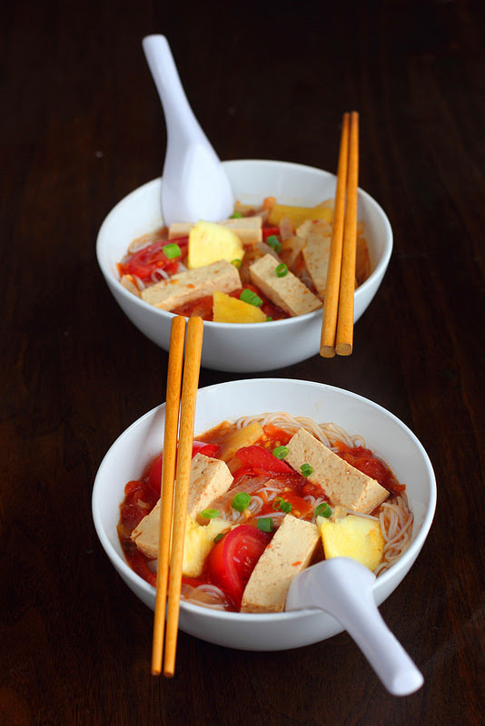 (via Vegan Vietnamese Tamarind Pineapple Soup Canh Chua Chay Je suis alimentageuse)