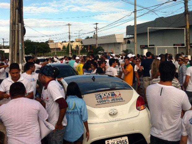Divulgadores fecharam rua em Candelária durante protesto neste sábado (29) (Foto: Fred Carvalho/G1)