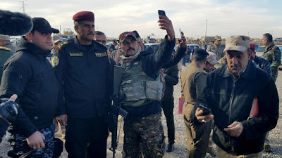 Everybody Is Taking Selfies In The Battle For Mosul
