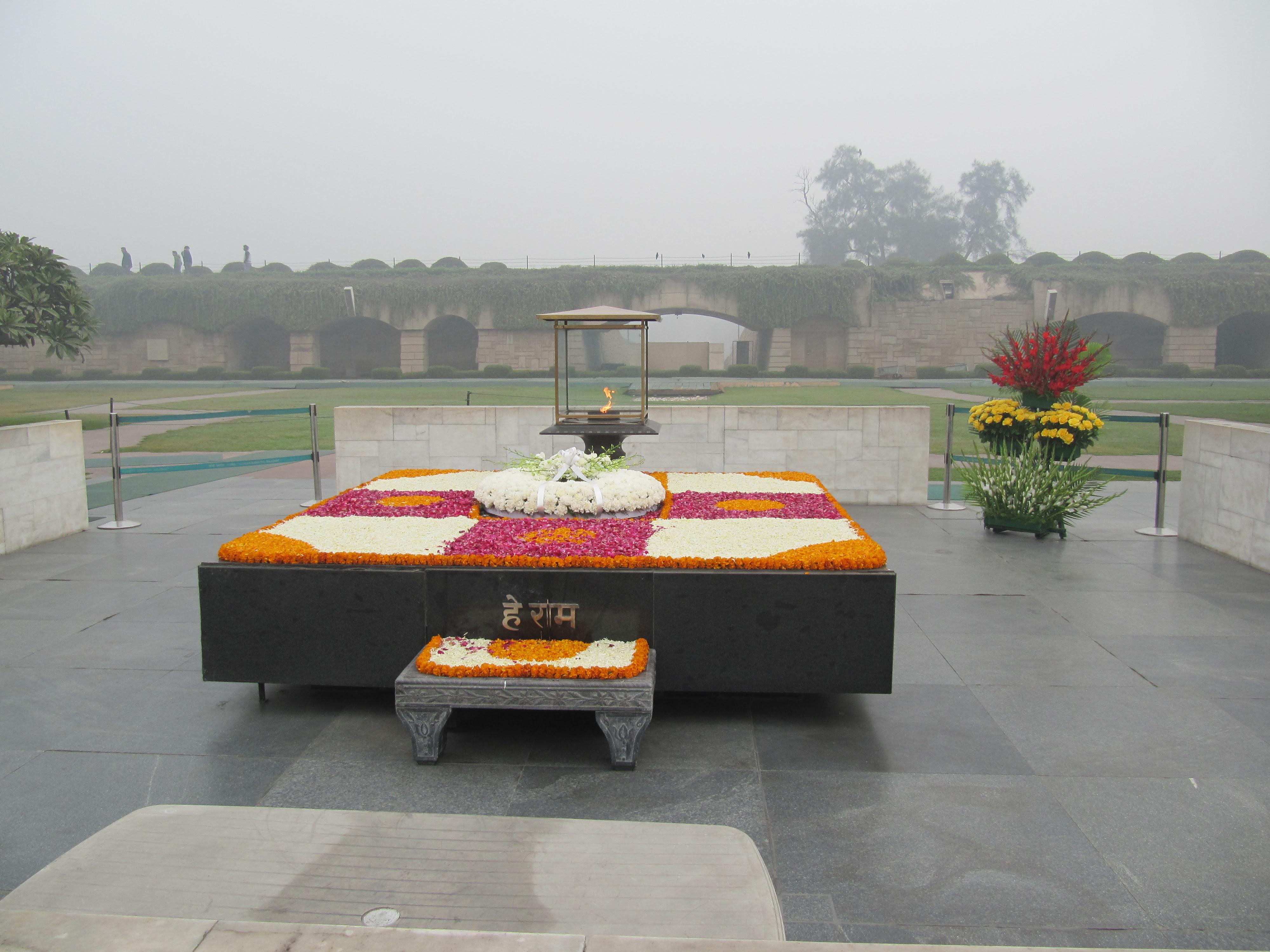 http://upload.wikimedia.org/wikipedia/commons/b/b2/Rajghat_Delhi.JPG