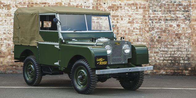 Land Rover Série 1 ano 1948; inspirado no Jeep americano da Segunda Guerra, utilitário inglês foi projetado pelos irmãos Maurice e Spencer Wilks para ser utilizado no campo