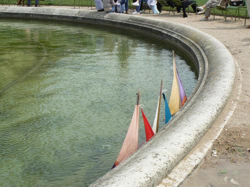 Bassin Tuilerie et trois bateaux.jpg