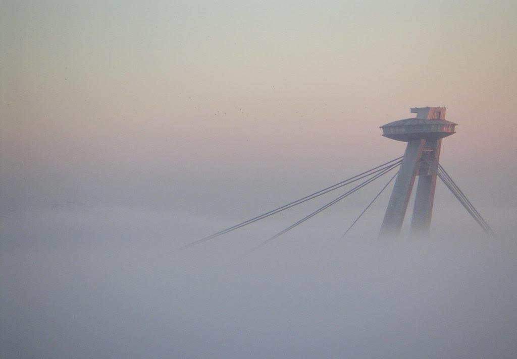 http://upload.wikimedia.org/wikipedia/commons/f/f7/Bratislava_Temperature_inversion1_2005-Nov-11.jpg