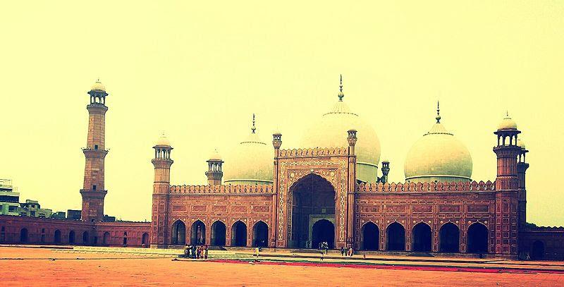 File:Badshahi Mosque (Front).jpg