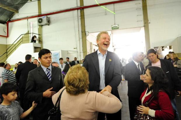 Fortunati usa último domingo antes das eleições para visitar religiosos Carlos Macedo/Especial