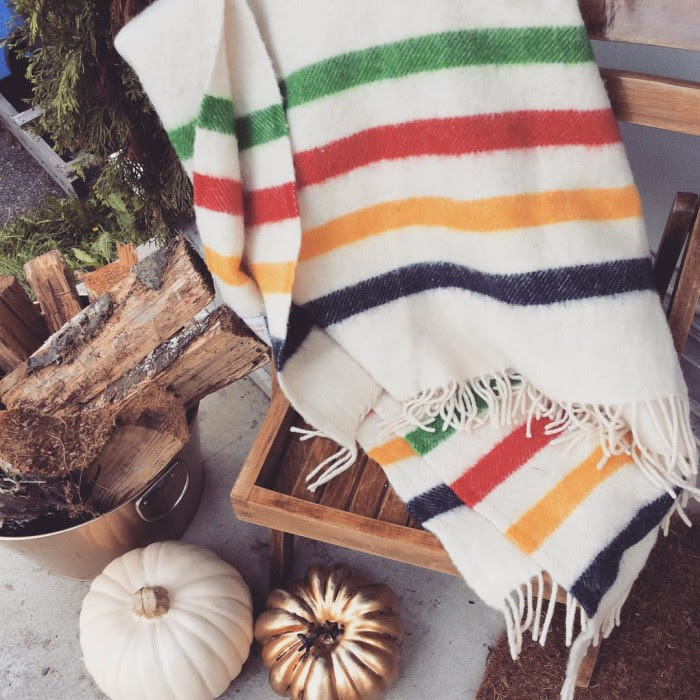 @pmqfortwo #moveitupmonday because I'm still in love with our #fallporchstyle! ???? Swing by the blog to see what else I've got going on #eclecticallyfall #falldecor #fallcolors #fall #hudsonbaycompany #hbcblanket #homedecorblogger #canadianhomedecorblogger