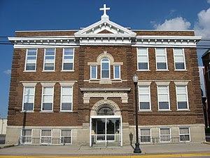 English: Front of Holy Trinity Catholic School...