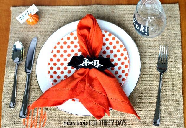 15 Bat Napkin Rings for A Halloween Dinner Party