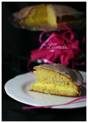 torta soffice al limone con glassa rosa