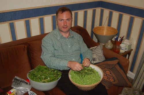 shelling peas Sept 11