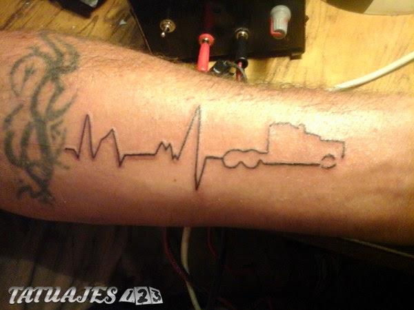 Ritmo Cardíaco De Un Camionero Tatuajes 123