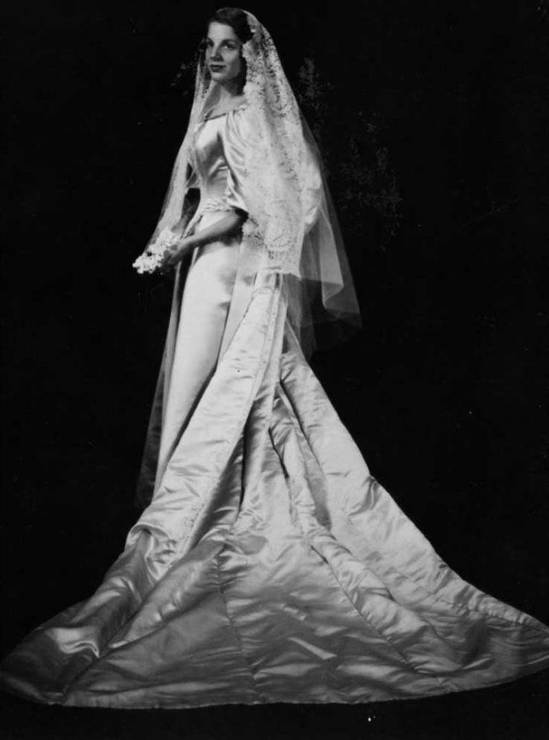 Todo mundo viu este vestido de noiva de 120 anos de antiguidade, exceto uma pessoa 04