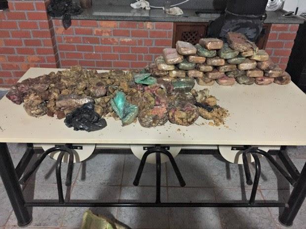 Cerca de 45 kg de pasta base de cocaína foram recolhidas pela polícia (Foto: Divulgação/Polícia Militar)