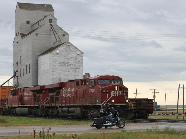 CP 8738 at Morse, Saskatchewan