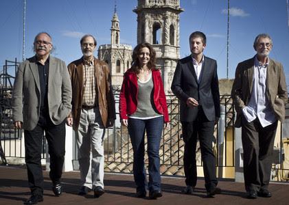 Los ganadores del premio Octubre, Josep-Lluís Carod-Rovira, Josep-Anton Soldevila, la editora Laia Climent, Toni Cruanyes y Tomas Llopis.