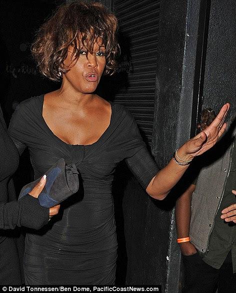 Última foto: Whitney foi fotografado em público pela última olhar mau para o desgaste em Tru boate em Hollywood na quinta-feira