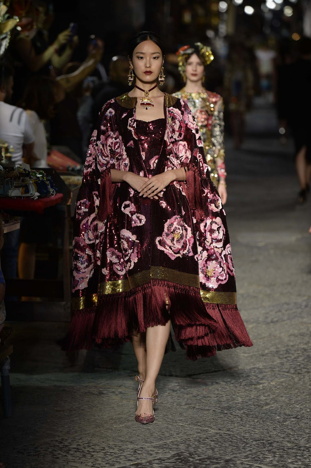 http://media.vogue.com/r/h_1600,w_1240/2016/07/09/19-dolce-and-gabbana-alta-moda-2016.jpg