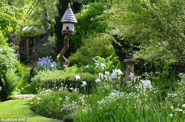 Busy at home roundhill cottage chichester for Cottage garden designs australia